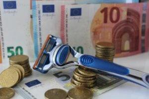 Nassrasierer auf Geld - Kosten der Intimrasur